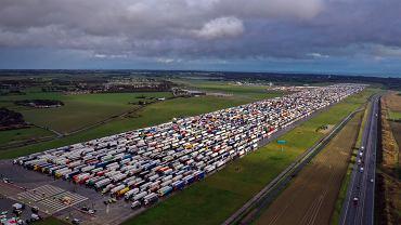 Tysiące polskich kierowców stoi na brytyjsko-francuskiej granicy. Niektórzy grożą strajkiem głodowym
