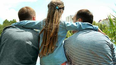 Dzieci z rodzin LGBT mają takiej samej jakości relacje z rówieśnikami, ustawione na podobnym poziomie poczucie własnej wartości i sprawiają podobne problemy wychowawcze