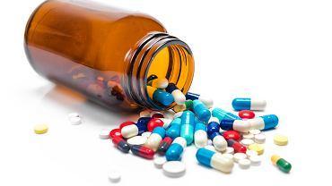 Tetracyklina to antybiotyk wykazujący szerokie działanie, wpływa między innymi na wiele rodzajów bakterii