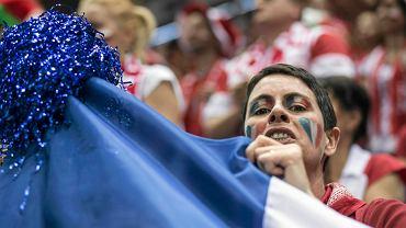 Kibicka reprezentacji Francji podczas meczu Polska - Francja w Ergo Arenie