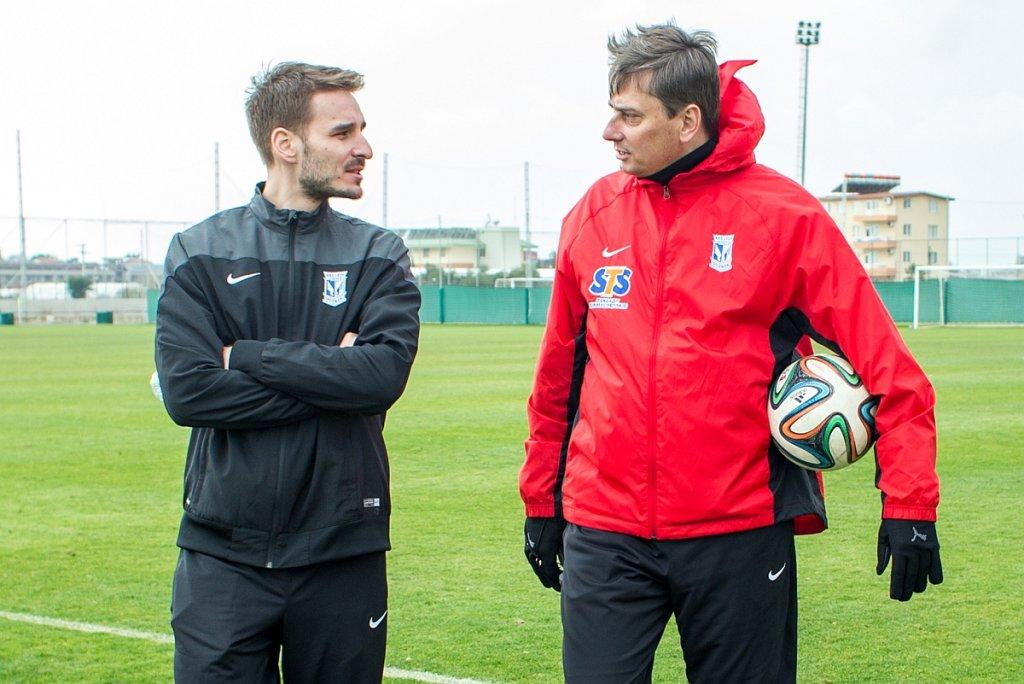 Piotr Rutkowski i trener Lecha Poznań Maciej Skorżą