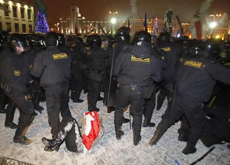 Mińsk. Protest w wieczór wyborczy 19 grudnia 2010 r.