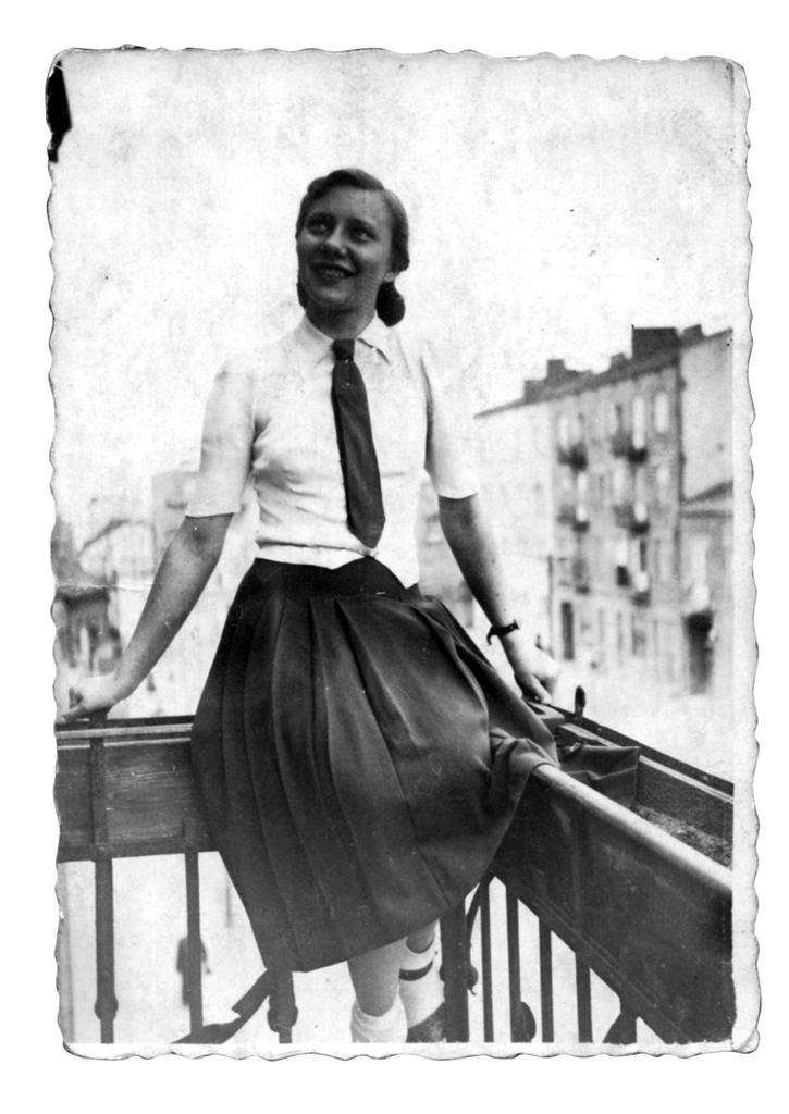 Wiosna 1944, Warszawa, Danuta Ślązak, 'Blondynka', na balkonie mieszkania rodziców.