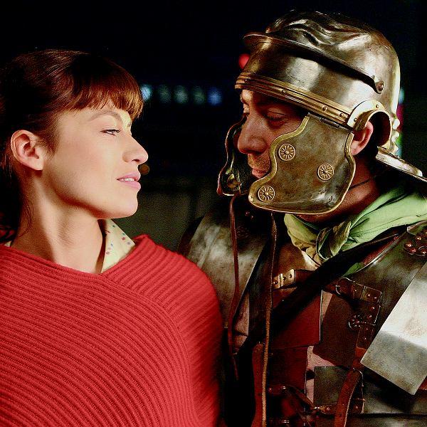 W filmie 'Lejdis' Rafał Królikowski gra biznesmena, który po pracy ucieka w świat rekonstrukcji rzymskich bitew. Jako legionista ładuje swoje akumulatory do walki w pracy.