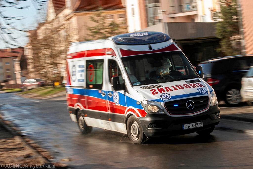 Koronawirus. Apel o pomoc dla szpitala i pogotowia ratunkowego