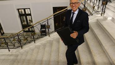 Przewodniczący, były komunistyczny prokurator Stanisław Piotrowicz udziela wywiadu po zakończeniu posiedzenia Komisji Sprawiedliwości i Praw Człowieka. Warszawa, 20 lipca 2018