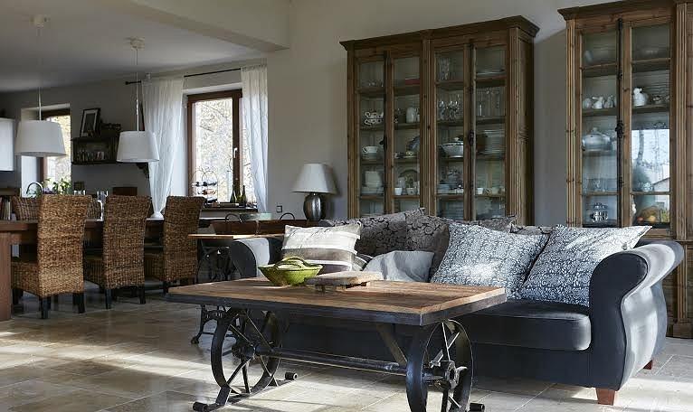 Stylowe meble ze starego drewna są eleganckie i unikatowe.