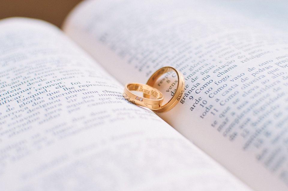 Obrączki ślubne. Zdjęcie ilustracyjne