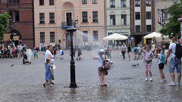 Zraszacze zamgławiające w formie latarni kupiły Toruńskie Wodociągi