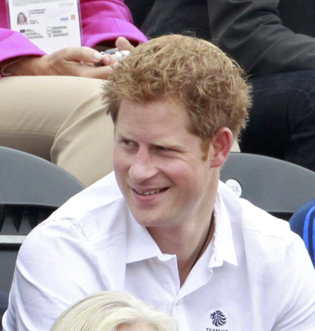 (L-R) Britain's Peter Phillips, Prince William, Kate Middleton, Duchess of Cambridge, and Prince Harry attend the Eventing Jumping equestrian event at the London 2012 Olympic Games in Greenwich Park, July 31, 2012.    REUTERS/Luke Macgregor (BRITAIN  - Tags: SPORT OLYMPICS EQUESTRIANISM ROYALS ENTERTAINMENT)