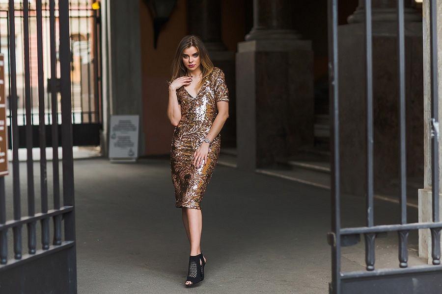 sukienka z cekinami