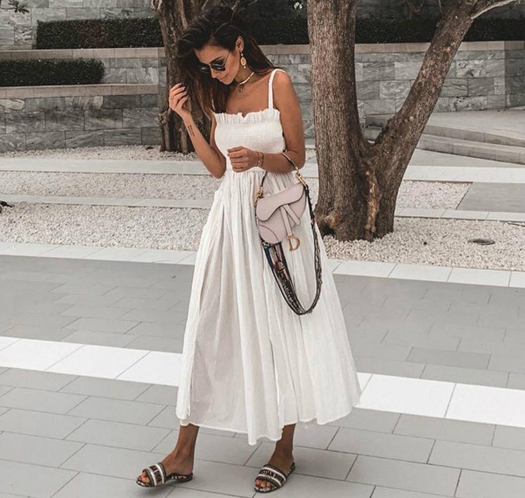 Białe sukienki to hit lata! Natalia Siwiec wie, jak je nosić