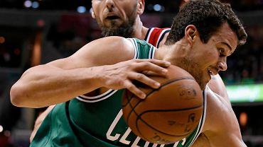 Marcin Gortat i Kris Humphries (jeszcze w barwach Boston Celtics)