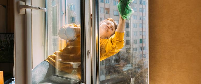67-latka sprzątała banki przez połowę swojego życia. Odchodząc, zostawiła pracodawcy list: Nie jesteście lepsi
