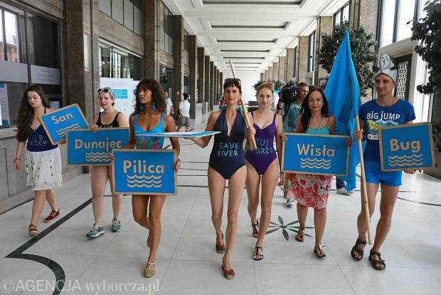 Protest kolektywu Siostry Rzeki w Ministerstwie Gospodarki Morskiej i Żeglugi Śródlądowej