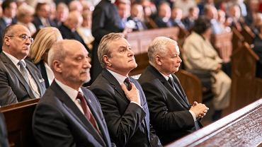 Jarosław Kaczyński w kościele