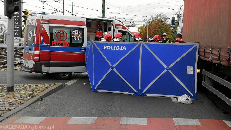 Policja na miejscu wypadku (zdjęcie poglądowe)