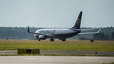 Samolot linii Ryanair na lotnisku w Bydgoszczy