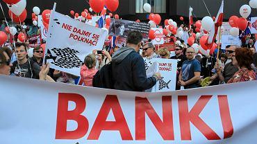 Demonstracja przeciw bankom. Jej uczestnicy to posiadacze kredytów frankowych.