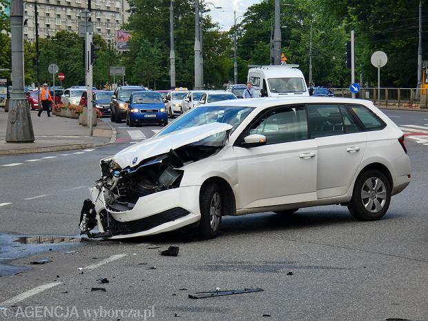 Spadają ceny ubezpieczeń OC dla kierowców. Czy to początek nowej wojny cenowej?
