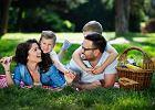 Rodzinny piknik lub garden party - proste przepisy na przekąski i napoje. By lato trwało dłużej