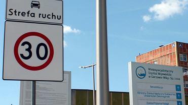 Lipiec 2021 r. Ważna zmiana dla kierowców na terenie gorzowskiego szpitala. Drogi zostały objęte strefą ruchu