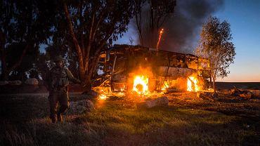 Efekt ostrzału Izraela przez palestyński Hamas. Trafiono autobus, którym jechali żołnierze