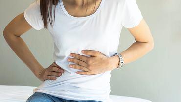 Jedną z przyczyn bólu w nadbrzuszu jest choroba refluksowa