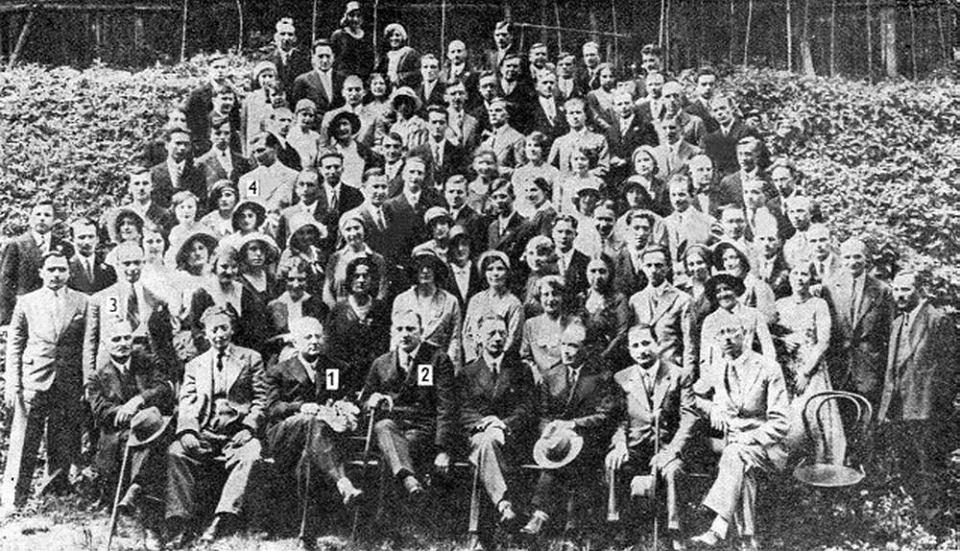 Lwowska szkoła matematyczna, rok 1930. 1. Leon Chwistek, ojciec Aliny Dawidowiczowej, również wybitnej matematyczki,  2. Stefan Banach, 3. Juliusz Paweł Schauder, 4. Stanisław Ulam