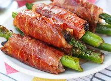Polędwiczki ze szparagami i śliwkami w szynce parmeńskiej - ugotuj