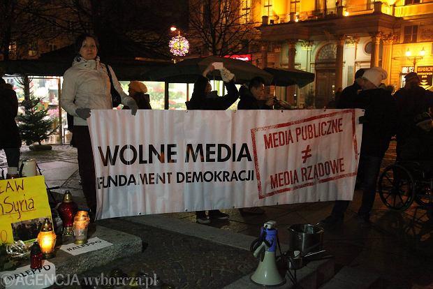 16.12.2016 Wroclaw . Wolne Media w Sejmie - protest KOD na pl. Solnym . Fot . Mieczyslaw Michalak / Agencja Gazeta SLOWA KLUCZOWE: sejm wolne media KOD demonstracja /FR/