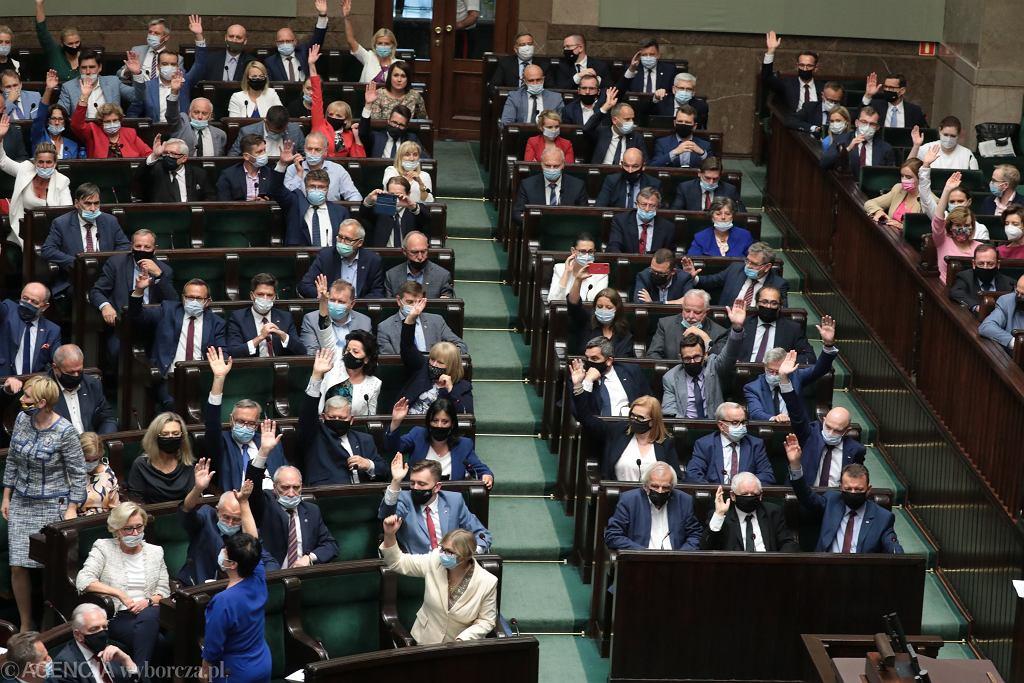 Posiedzenie Sejmu. Sprawozdanie Komisji o poselskim projekcie ustawy o zmianie ustawy o radiofonii i telewizji tzw. Lex TVN
