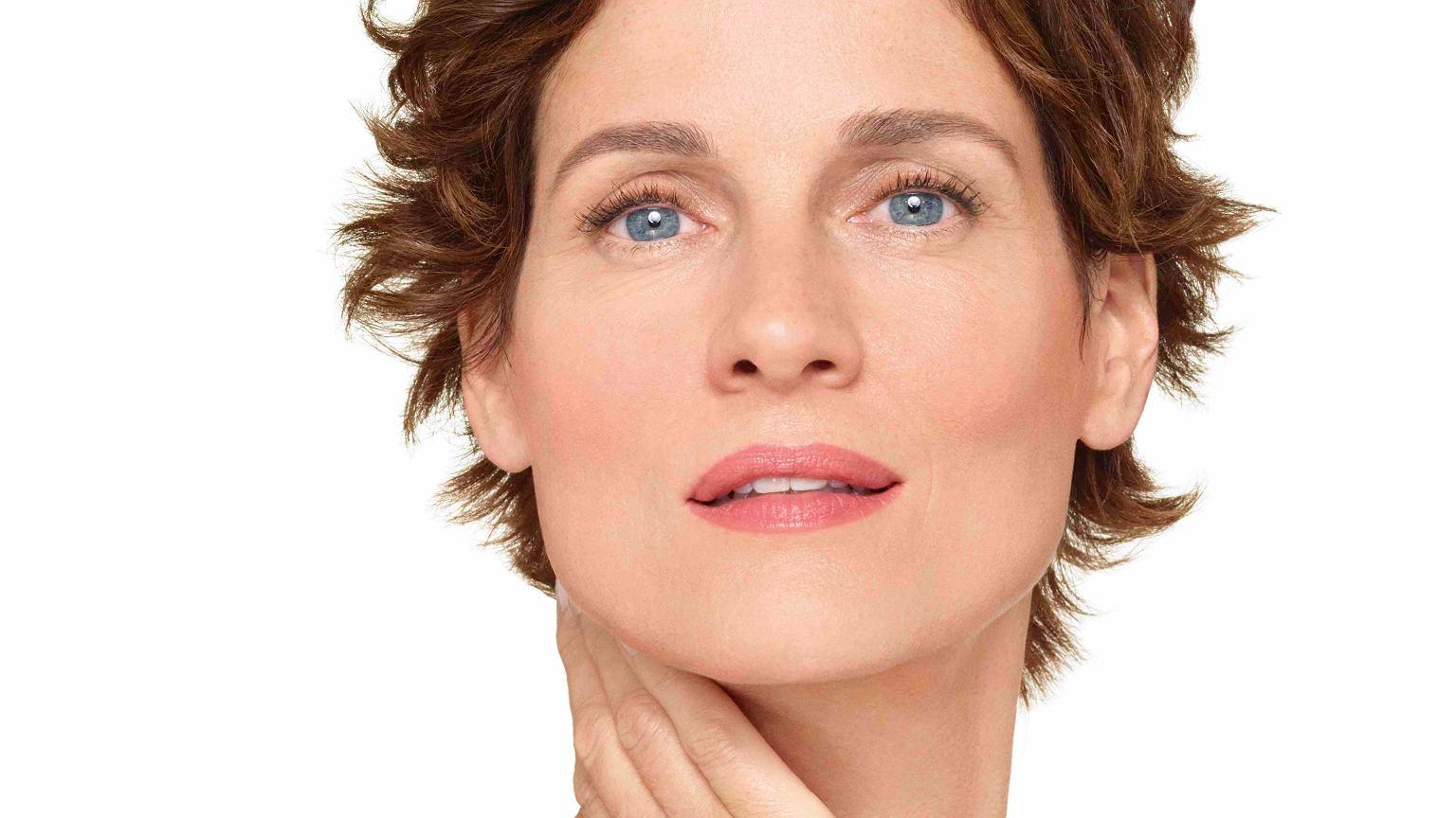 Menopauza to naturalny etap. Jak zadbać o skórę?