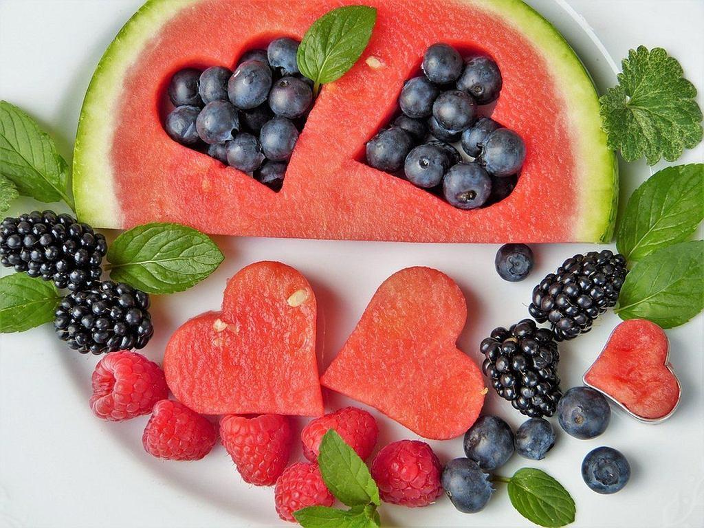 Niestety, aż 43 proc. wszystkich warzyw i owoców, które możemy kupić w pierwszym lepszym sklepie, zawiera bowiem wykrywalny poziom pestycydów