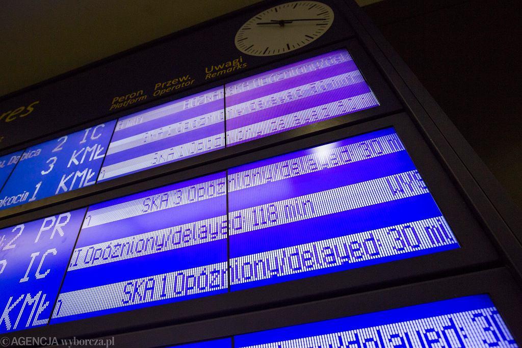 Dworzec Główny w Krakowie. Liczne opóźnienia pociągów (zdjęcie ilustracyjne)