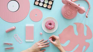 Rose Quartz Nails to hit wśród stylizacji paznokci! Jak zrobić modny manicure o wyglądzie różowego kwarcu?