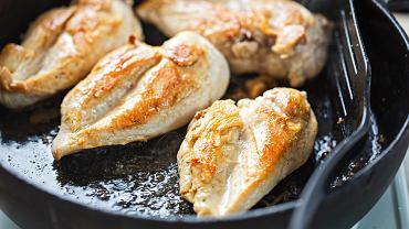 Pierś z kurczaka to jedna z bardziej lubianych części tego mięsa.