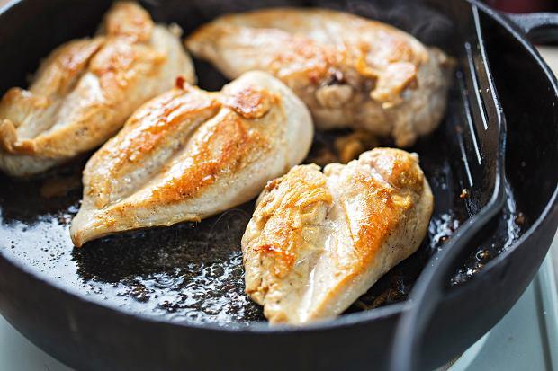 Co zrobić, żeby pierś z kurczaka nie smakowała jak tektura i nie była sucha? Mamy kilka porad