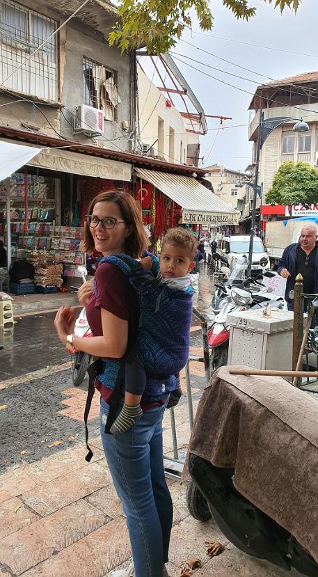 Arda mwi po polsku i turecku, rodzice bardzo dbają o jego dwujęzyczność.