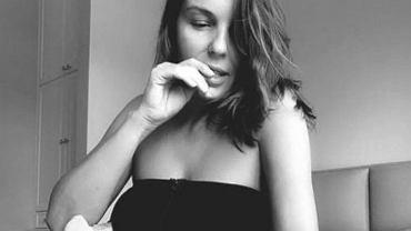 Agnieszka Włodarczyk pozuje, odciągając pokarm. 'Zaoszczędzam sporo czasu i nerwów'
