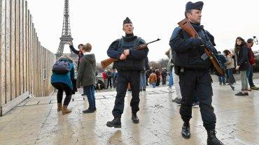 Francuska policja na ulicach Paryża