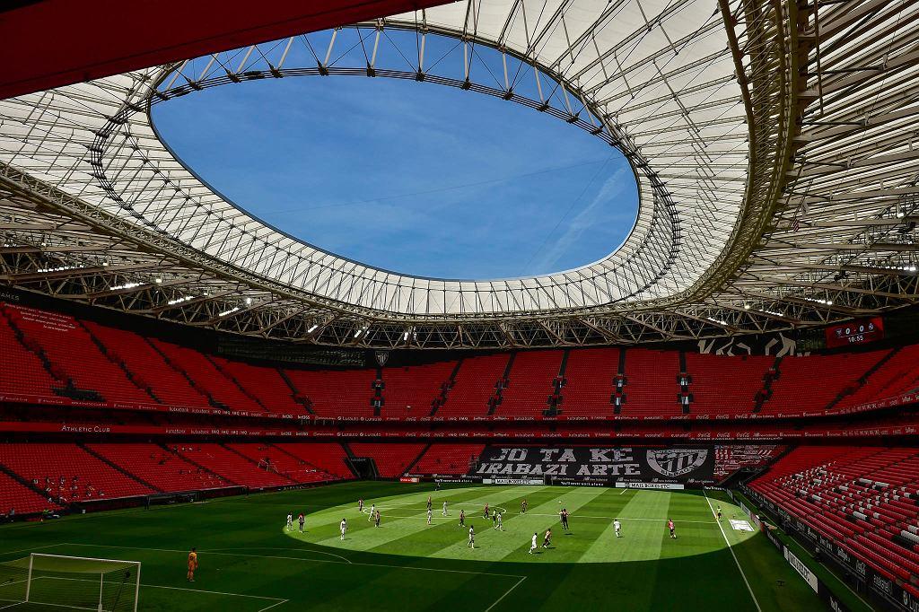 Athletic Club i Real Madrid grają na pustym stadionie San Mames