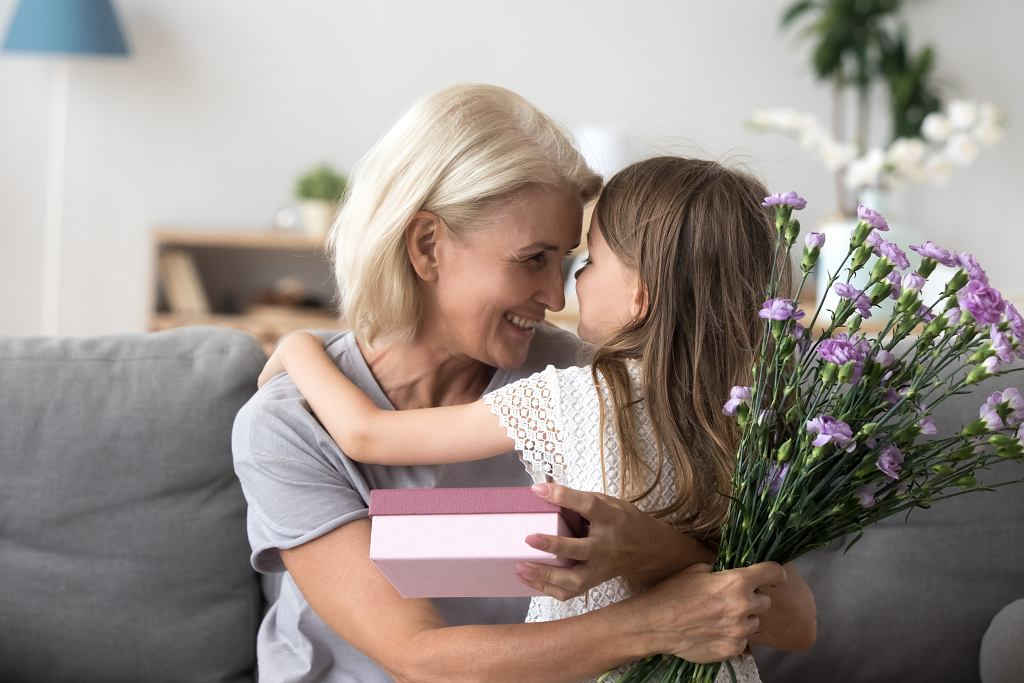 Jak zrobić zaproszenia na Dzień Babci i Dziadka? Podpowiadamy