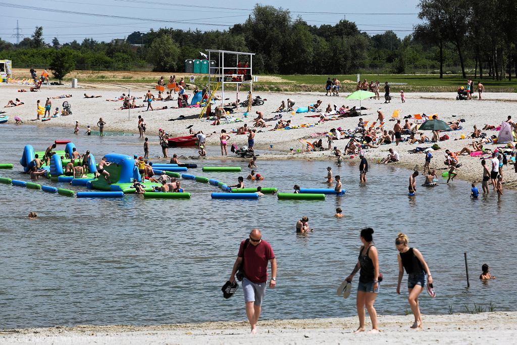 Przy plaży znalazły się także małe obiekty gastronomiczne i restauracja na barce. Na środku kąpieliska znalazł się brodzik dla dzieci. Kąpielisko jest czynne w godzinach 10-18.