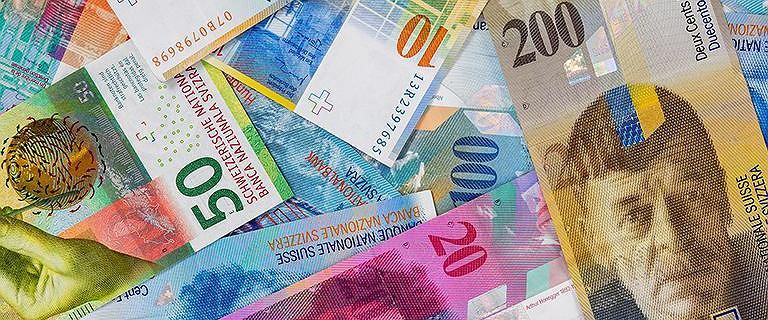 Kursy walut 21.02 o godz. 7. Frank szwajcarski wciąż bardzo drogi
