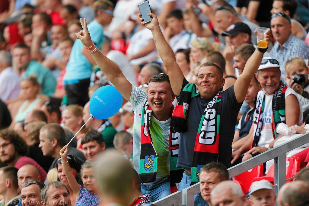 Kibice GKS-u Tychy podczas meczu na nowym stadionie