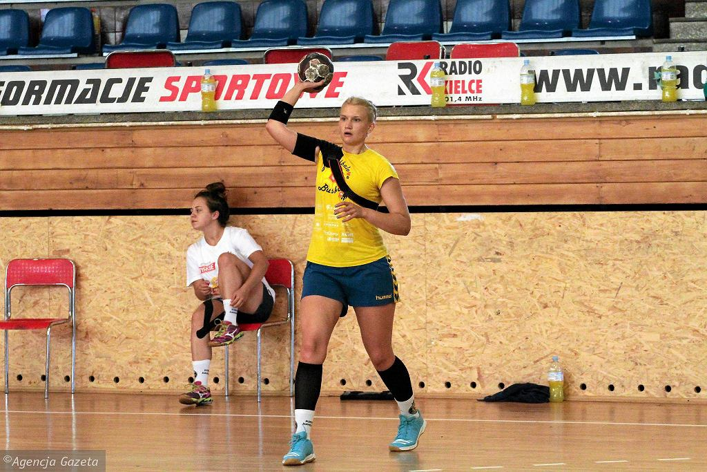 Irina Łozińska podczas pierwszego treningu Korony Handball przed rozpoczęciem sezonu 2016/2017