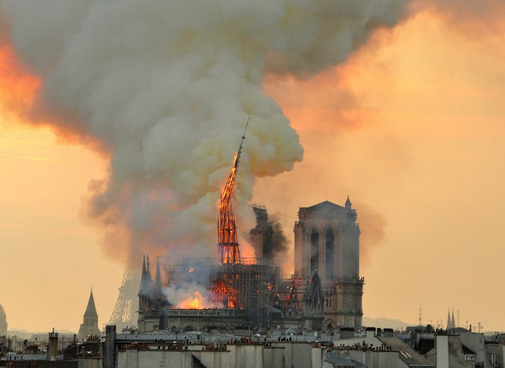 Pożar katedry Notre Dame. Paryż, 16 kwietnia 2019