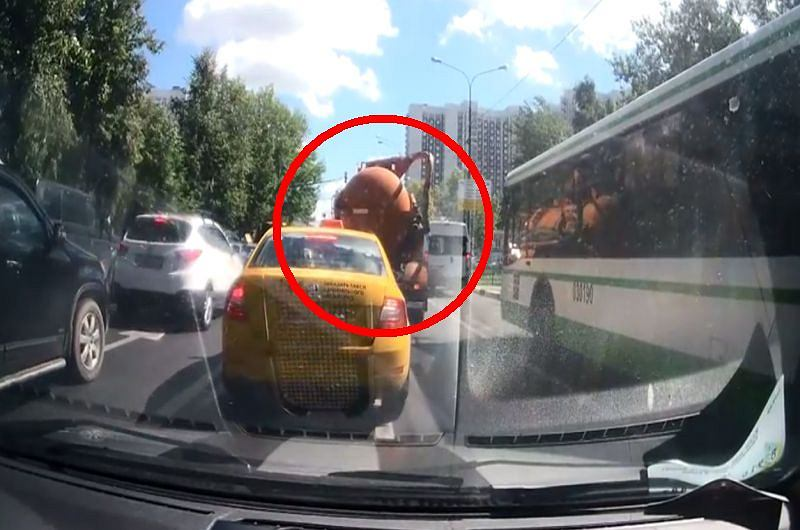 Za chwilę na ulicy dojdzie do wybuchu..., fot. Youtube/Witalca Chumakow