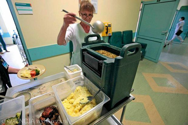 Szpital przy Długiej zmieni catering po racuchach, które zna już cała Polska?